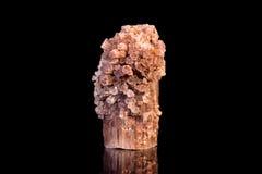 Aragonite gemstone, svart med reflexioner, mineral och läka Arkivbilder