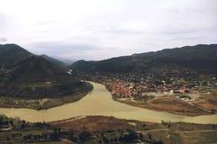 库纳河和Aragvi河在姆茨赫塔,乔治亚合并 免版税库存图片