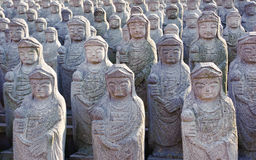 1000 arahan статуй на виске Gwaneumsa буддийском на Jeju Стоковые Изображения