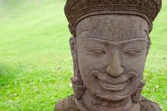Araignée sur le visage de statue dans Angkor Vat, Combodia photos libres de droits