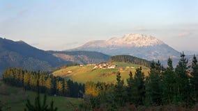 Aramaio περιβάλλοντα βουνά κοιλάδων στη βασκική χώρα Στοκ Εικόνες