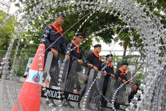Arame farpado da polícia de motim Fotografia de Stock Royalty Free