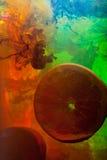 Arance della fetta in acqua Immagini Stock