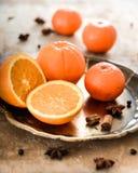 Arance e spezie sul vassoio del metallo Fotografia Stock