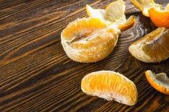 Arance, mandarini ed altri agrumi che si trovano sulla tavola Fotografie Stock Libere da Diritti