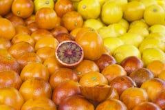 Arance rosse sul mercato Immagine Stock
