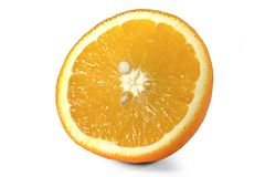 Arancia affettata perfettamente ritoccata isolata sui precedenti bianchi con il percorso di ritaglio Lets vede che cosa accade: U Fotografia Stock Libera da Diritti