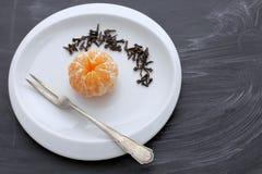 Arancia con i chiodi di garofano Fotografia Stock