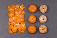 Arancia fresca, frutta del mandarino, modello del mandarino, vista superiore su un fondo nero dell'ardesia, fine su Immagini Stock Libere da Diritti
