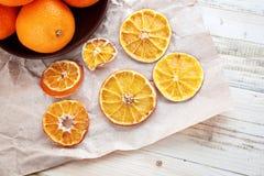 Arancia, mandarino, un mineola su una tavola Immagini Stock Libere da Diritti