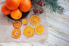 Arancia, mandarino, un mineola su una tavola Fotografia Stock Libera da Diritti