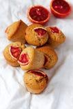 Arancia sanguinella e Olive Oil Muffins del grano intero Fotografie Stock