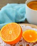 Arancia succosa in un taglio fotografia stock