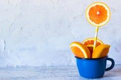 Arancia in una tazza Posto nel testo Fotografie Stock Libere da Diritti