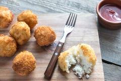 Arancini - σφαίρες ρυζιού με τη μοτσαρέλα Στοκ Φωτογραφίες