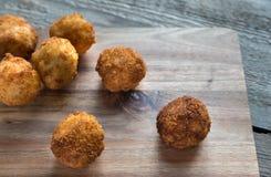 Arancini - Reisbälle mit Mozzarella Stockfotografie