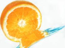 Arancio in acqua Fotografia Stock Libera da Diritti