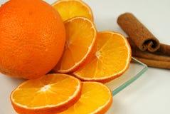 Arancio con cannella Fotografie Stock Libere da Diritti