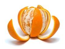 Arancio con la pelle del taglio immagine stock