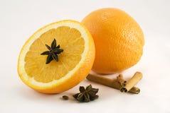 Arancio con la spezia Fotografie Stock Libere da Diritti