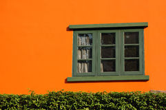 Arancio e finestra fotografia stock libera da diritti