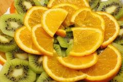 Arancio e kiwi affettati Immagini Stock