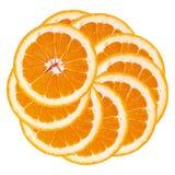 Arancio Fette arancio impilate in un cerchio backgr bianco isolato Immagine Stock