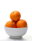 Arancio su una ciotola bianca Fotografia Stock Libera da Diritti