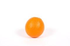 Arancio su una priorità bassa bianca Immagine Stock
