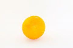Arancio su una priorità bassa bianca Immagini Stock