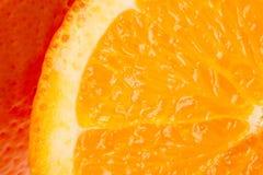 Arancio su una priorità bassa bianca Intera arancia Fotografia Stock Libera da Diritti
