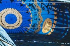 ARANJUEZ, ESPAGNE - 14 OCTOBRE 2017 Gonflage de l'air chaud de ballon Re Images libres de droits