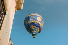 ARANJUEZ, SPAIN - OCTOBER 14, 2017. hot ballon air flying through the sky .. Replica of the Montgolfier balloon. Aranjuez, Spain stock image