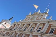 Aranjuez Spanien; November 12, 2018: För sidofasad för kunglig slott detalj royaltyfria bilder