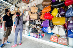 Aranyaprathet, Thailand : Customers are choosing a bag store bag. Customers are choosing a bag store bag in the Rong Kluea Market which is attached to the Royalty Free Stock Photos