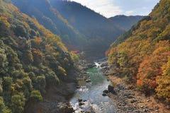 Arashiyama, Ιαπωνία στον ποταμό Katsura κατά τη διάρκεια της εποχής φθινοπώρου Στοκ Φωτογραφία