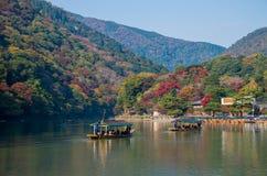 Arashiyama en Hozu-rivier in mooi de herfstseizoen Stock Afbeelding