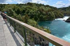 Aratiatia gwałtownych tama blisko Taupo, Nowa Zelandia - Obraz Stock