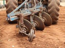 Aratro del trattore del primo piano Immagine Stock