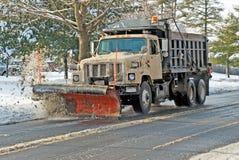 Aratro di neve nell'azione Immagini Stock Libere da Diritti