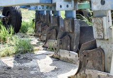 Aratro sul rimorchio per il trattore Aratro per l'aratura del suolo Fotografia Stock Libera da Diritti