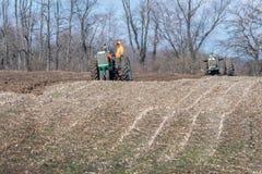 aratura del campo durante l'evento di giorni dell'aratro Immagine Stock Libera da Diritti