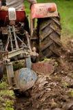 Aratura del trattore Immagini Stock
