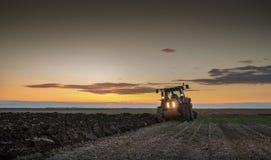 Aratura del trattore Fotografia Stock Libera da Diritti