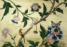 Arazzo mit Vogel, Schmetterling und Blumen stock abbildung