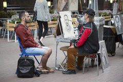 Arbat,莫斯科,俄罗斯, 2017年7月01日街道画家 库存照片