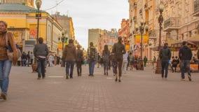 Arbat - de het lopen straat in het centrum van Moskou, Rusland stock videobeelden