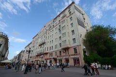Arbat gata i Moskva Sikt av huset nummer 51 - det tidigare lägenhethuset Panyushev Royaltyfria Foton