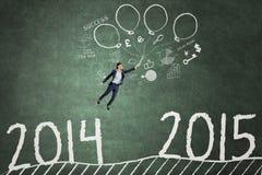 Arbeider die boven nummer 2014 tot 2015 vliegen Stock Fotografie