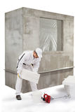 Arbeider die een isolatiekleefstof uitgieten stock afbeelding